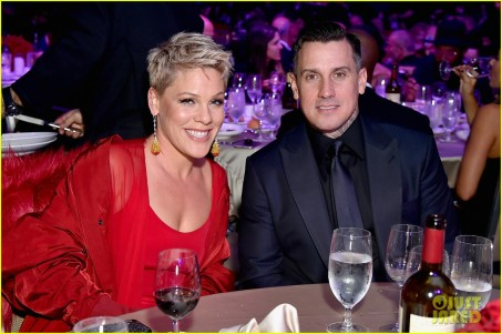 pink-husband-carey-hart-couple-up-for-clive-davis-pre-grammys-party-04